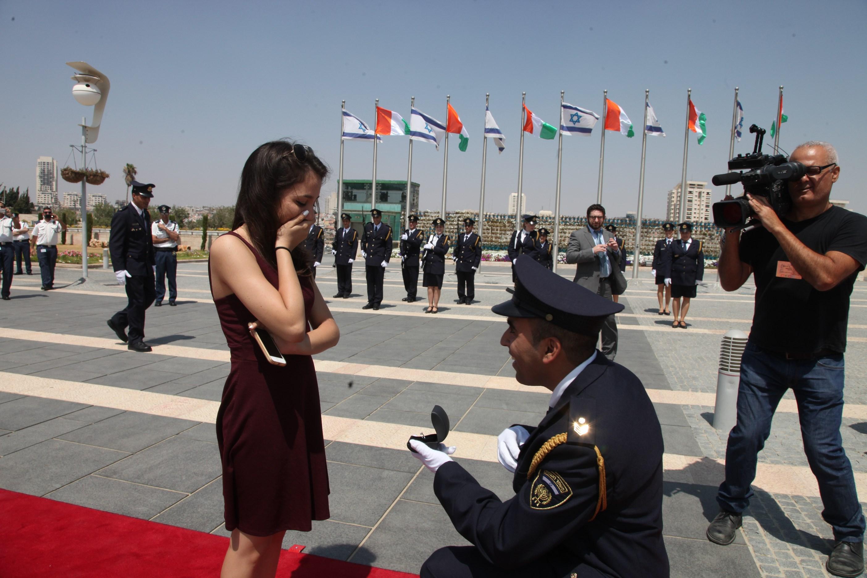 Une demande en mariage sur le tapis rouge de la Knesset