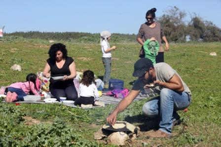 Une famille israélienne en promenade – Crédit photo : Yossi Zamir/Flash 90