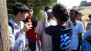 Les volontaires d'Israaid lors du sauvetage des migrants. Crédit photo: ISRAAID.