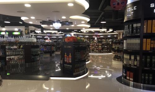 Comme on peut le voir dans ce magasin de boissons alcoolisées d'Abou Dhabi, les spiritueux ne manquent pas.