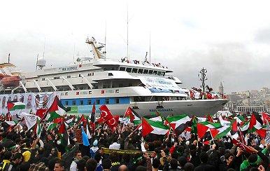 Des milliers de personnes ont accueilli le Mavi Marmara lors de son retour à Istanbul - Photo : EPA