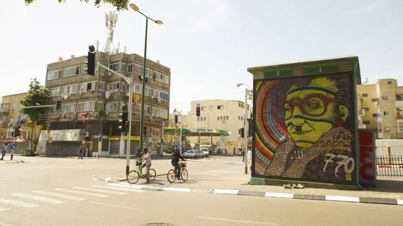 La ville attire de nouveaux touristes et endosse le rôle de capitale de l'art urbain du pays. (photo Nellu Cohn)