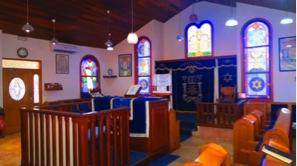 Superbes vitraux de la synagogue de Papeete, rue Morenhout dans le quartier de Fariipiti