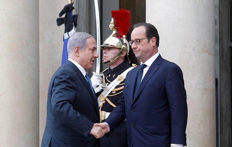 Difficile diplomatie France-Israel. Photo: François Hollande (droite) accueille le premier ministre israélien Benjamin Netanyahu à Paris le 11, janvier 2015. (Image source: Thierry Chesnot/Getty Images)