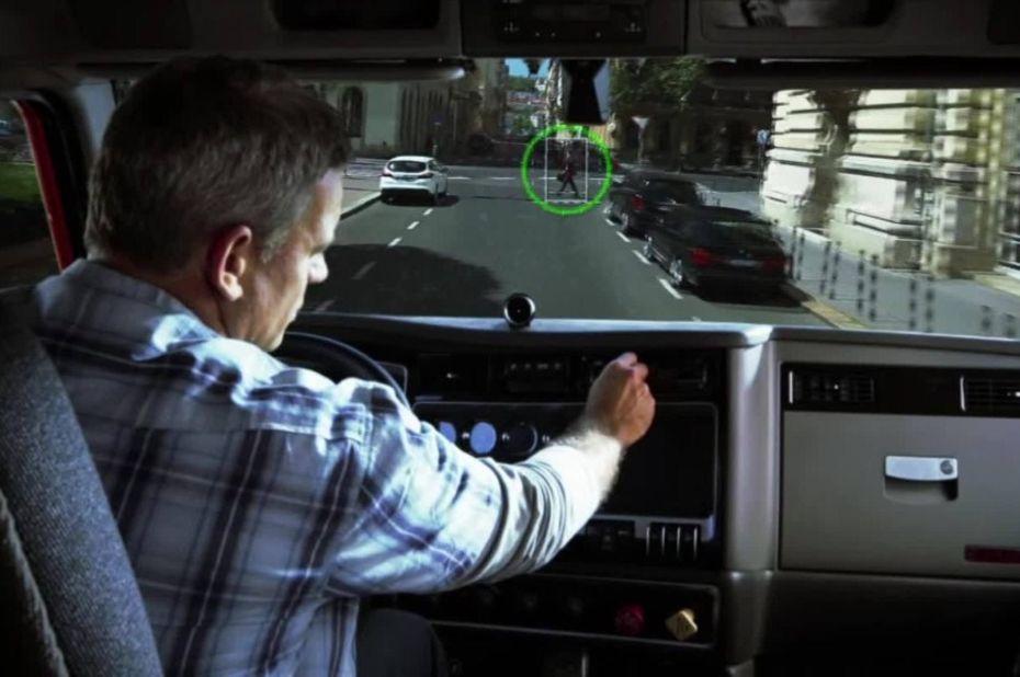 Avec son nouveau partenaire américain Delphi Automotive PLC, Mobileye a pour projet de sortir une première série de voitures autonomes en 2019, grillant ainsi la politesse à de nombreux concurrents. © Mobileye