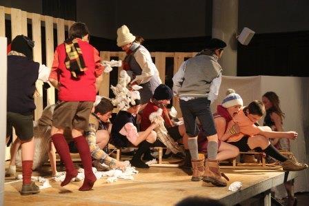 Pièce de théâtre joué par les enfants du Collège du Lignon au Chambon sur Lignon - Photo - Jean-Marc DEMARS-2