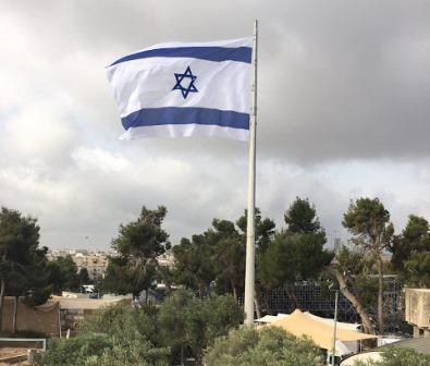 Le plus grand drapeau d'Israël flotte désormais sur Jérusalem