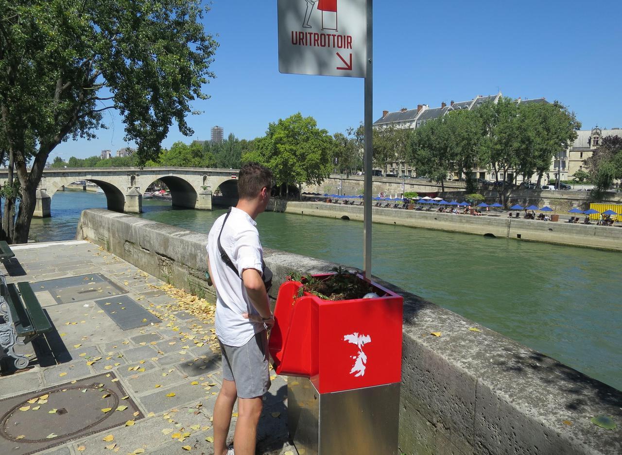 Paris : l'urinoir de l'Ile Saint-Louis fait jaser les riverains