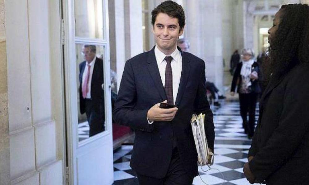 Gabriel Attal devient le plus jeune membre d'un gouvernement de la Ve République