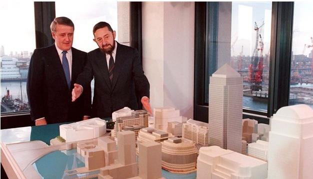 Le magnat de l'immobilier Paul Reichmann en compagnie de l'ex-premier ministre Brian Mulroney, en 1999   Photo :  PC/RON POLING