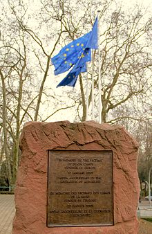 Strasbourg_Conseil_de_l'Europe_plaque_à_la_mémoire_des_victimes_de_l'Holocauste