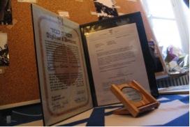 Le diplôme et la médaille des Justes parmi les Nations  sont décernés par l'Institut Yad Vashem de Jérusalem