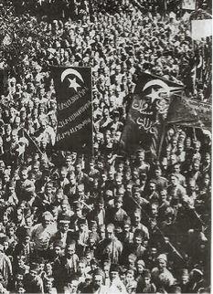Sur les banderoles de ces manifestants arméniens, on peut lire:  liberté, égalité, justice.