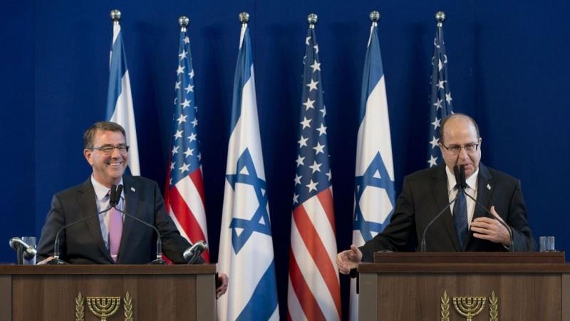 Le secrétaire à la Défense américain Ashton Carter et son homologue israélien Moshé Yaalon.  - © Carolyn Kaster - AFP