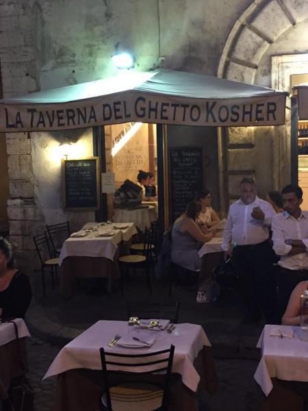 Dîner dans un restaurant juif au quartier du ghetto de Rome - crédit twitter