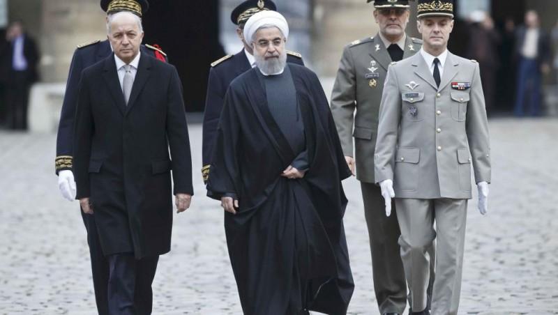 Le président iranien Hassan Rohani, avec Laurent Fabius, le 28 janvier lors d'une cérémonie à l'Hôtel des Invalides, a souhaité le début d'une «relation nouvelle» entre l'Iran et la France. REUTERS/Michel Euler/Pool