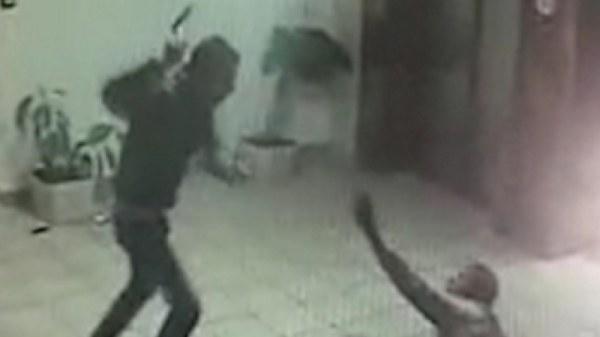 photo prise par la caméra de sécurité de l'attaque terroriste dans Ma'ale Adumim