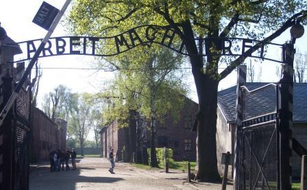 Entrance_Auschwitz_I