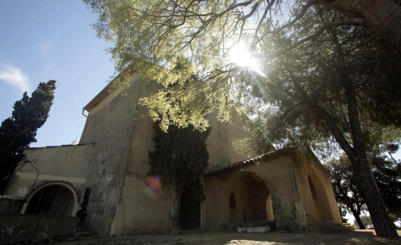 La scène s'est déroulée aux abords de la chapelle de la Garoupe, faisant tressaillir d'effroi la religieuse... Photo Cyril Dodergny