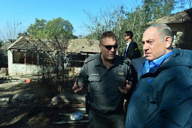 Le Premier ministre se rend auprès des habitants de Beit Meir, près de Jérusalem, le 25 novembre (Facebook)