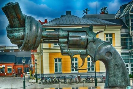 Sculpture symbolisant la non violence à Malmö