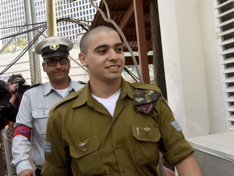 Le soldat franco-israélien Elor Azaria arrive à son procès.(Photo: Keystone)