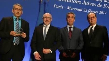 Vitali Nabiev Anqosi, au moment de la remise du prix à Paris.