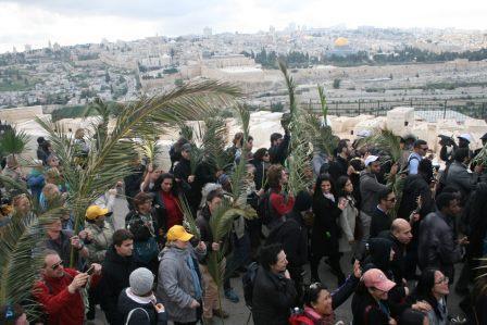 Palm_procession_in_Jerusalem_2016-1300x867