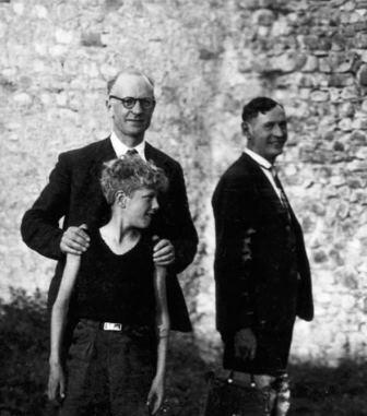 Le pasteur André Trocmé et son fils Jacques, le pasteur Edouard Theis