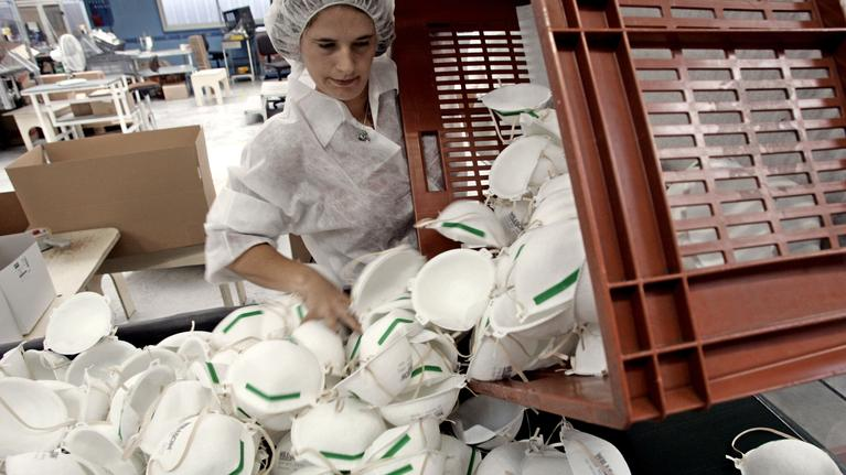 L'usine de Bacou-Dalloz à Plainte dans l'ouest de la France. La dernière à fabriquer des masques en France, elle a fermée en 2018.